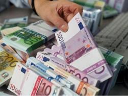 rászoruló pénz felajánlása