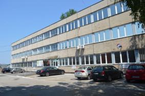 Debrecen Medicor udvarban 3 szintes irodaház eladó