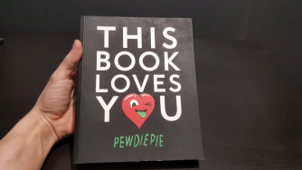 ELADÓ: PewDiePie - This Book Loves You (angol)