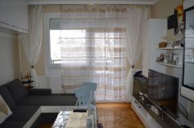 István út elején 4 emeletes társasház 2. emeletén 1+2 félszobás felújított lakás eladó