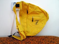 Sárga hátizsák, Fekete plüss női táska