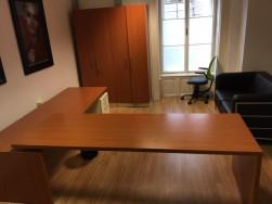 Főnöki sarok íróasztal konténerrel