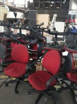 Piros guruló székek