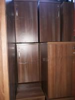 Kis dió színű szekrények