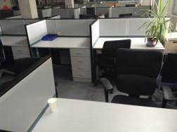 Call-centerben használt íróasztalok