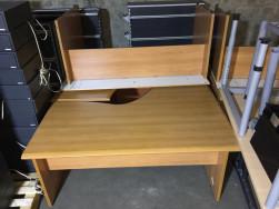 Szoknyás sarok íróasztalok