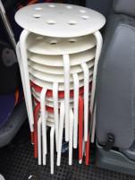 Támla nélküli rakásolható székek