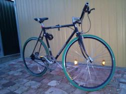 Egyedileg épített egysebességes kerékpár