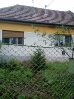Eladó kertes családi ház