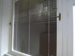 Ablakok (1960 évek stílus) reluxaval, zarral es kilincsekkel