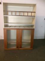 2 db. kis szekrények, fa es üveg elején