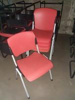 Rakásolható, műanyag székek