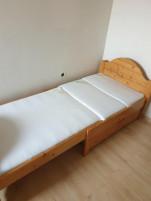 Tömörfenyő 3 nagyságba állítható, 2 oldalán leesésgàtlóval, ágyneműtartóval, kókuszmatraccal eladó ágy