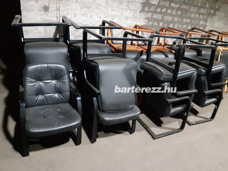 Fa vázas szánkótalpas bőr székek