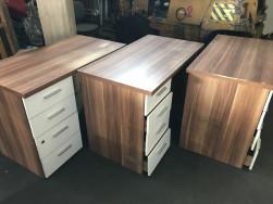Íróasztalok 4 fiókkal, használt irodabútor