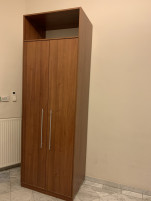 265 cm magas, 2 ajtós szekrény, használt irodabútor