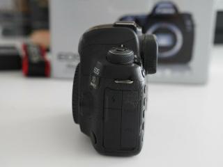 canon-eos-5d-mark-iv-full-frame-digital-slr-camera-with-ef-24-105mm-ii-usm-lens_2